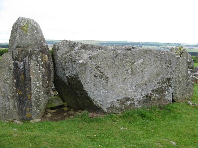recumbent_stone_loanhead_of_daviot_-_geograph-org-uk_-_507733