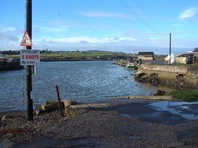Hayle_Harbour_slipway_-_geograph.org.uk_-_179114