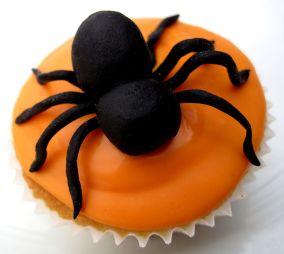 800px-Halloween_Spider_Cup_Cake_(6868901903)