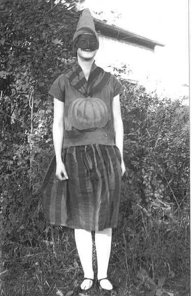 Waterdown_Public_School,_Ontario,_1928_halloween_costume